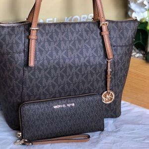 Handbags - ❤️Sold❤️Michael Kors Tote bag.